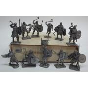 Набор оловянных солдатиков Викинги  №1  н/к в фанерной коробке (11 шт.)