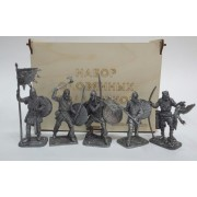 Набор оловянных солдатиков Викинги  №4 н/к в фанерной коробке (5 шт)