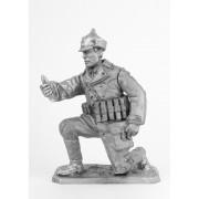 Боец РККА, заряжающий миномет-лопату, 1941 год 142 РТ (н/к)
