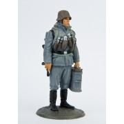 Немецкий солдат с термосами 423 РТ (с)