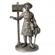 Девушка - инструктор МПВО с ручной сиреной, 1941-44 гг. СССР WW2-35 ЕК